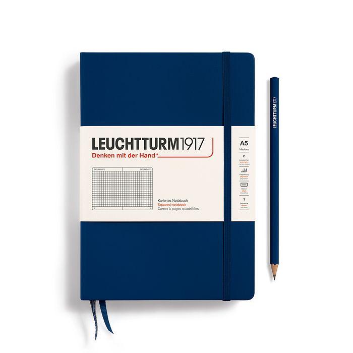 Notizbuch Medium (A5), Hardcover, 251 nummerierte Seiten, Marine, Kariert
