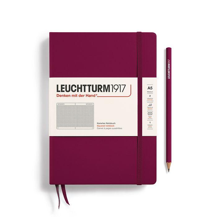 Notizbuch Medium (A5), Hardcover, 251 nummerierte Seiten, Port Red, Kariert