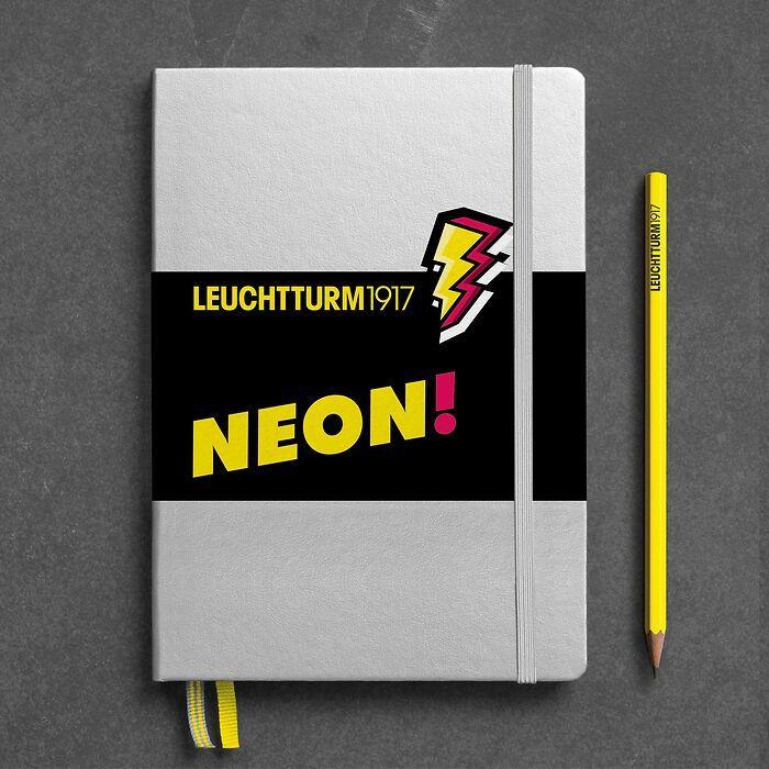 Notizbuch Medium (A5), Hardcover, 251 nummerierte Seiten, Silber & Neon Gelb, dotted