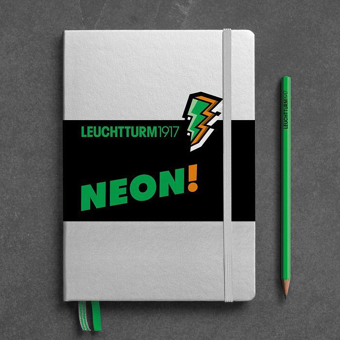 Notizbuch Medium (A5), Hardcover, 251 nummerierte Seiten, Silber & Neon Grün, dotted