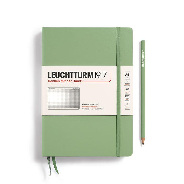 Notizbuch Medium (A5), Hardcover, 251 nummerierte Seiten, Salbei, Kariert