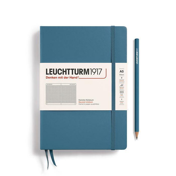 Notizbuch Medium (A5), Hardcover, 251 nummerierte Seiten, Stone Blue, kariert